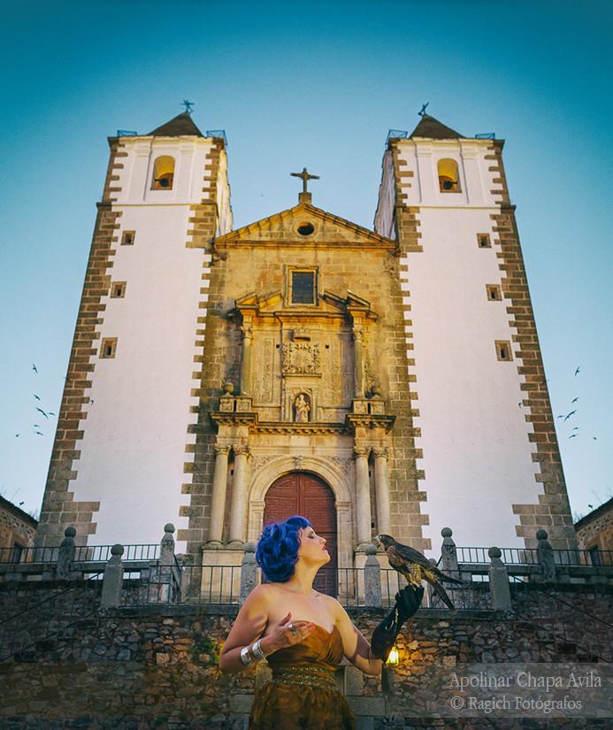 2017_Varios_Ragich_Fotografos_Nuria_Caceres_en_tu_mano_Extremadura_002
